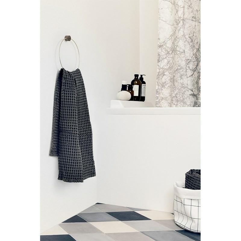 Ferm Living Badehåndklæde 70 x 140 cm Mørk grå-31