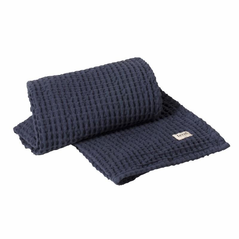 Ferm Living Badehåndklæde 70 x 140 cm Mørkeblå-31