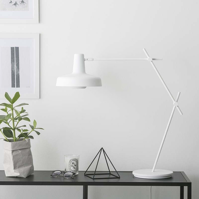 Lampefeber Arigato Lang Bordlampe Hvid-31