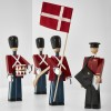 Kay Bojesen Fanebærer Med Tekstilflag-01